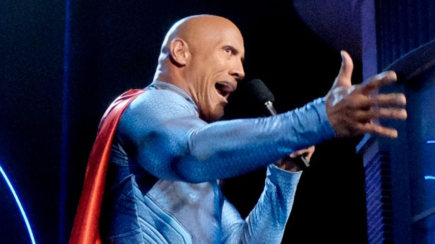 "Dwayne ""The Rock"" Johnson verkleidet als Superman bei den ""MTV Movie Awards"""