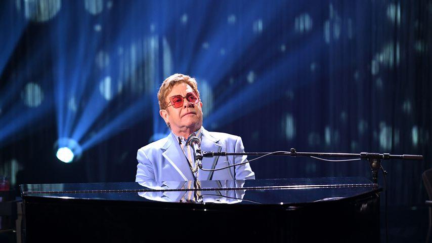 Elton John, Sänger