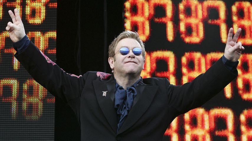 Elton John bei einem Auftritt im Hyde Park in London im Juli 2005