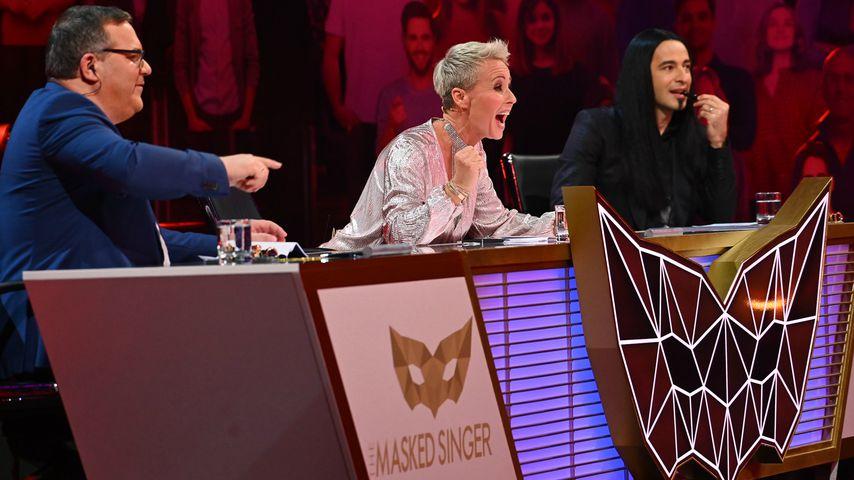 """Elton, Sonja Zietlow und Bülent Ceylan, das """"The Masked Singer""""-Rateteam in der vierten Folge"""