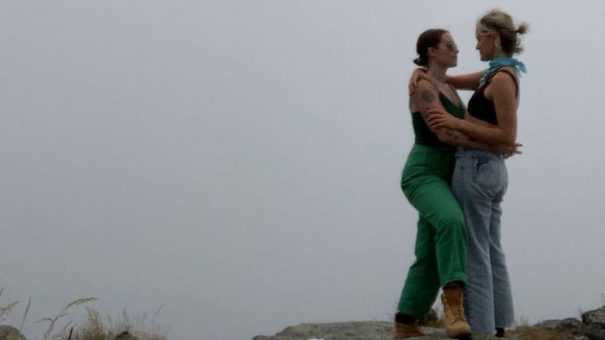 Emily Ritz und Taylor Schilling