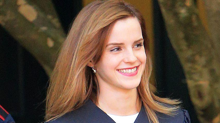 Emma Watson im Talar an der Brown-Universität