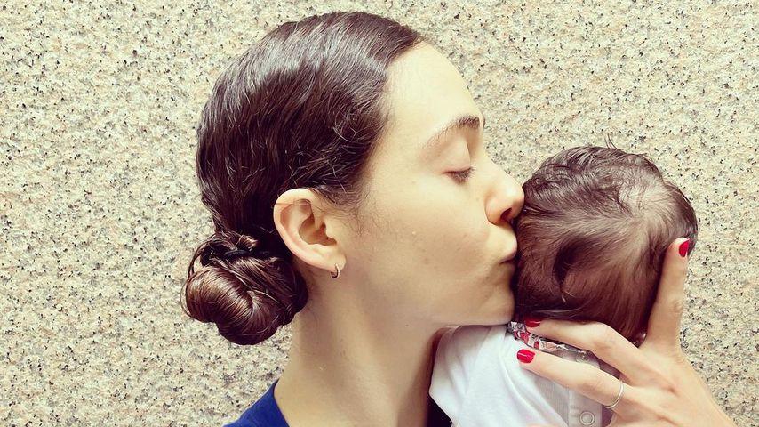 Zwei Monate nach Geburt: Emmy Rossum zeigt erstmals ihr Baby