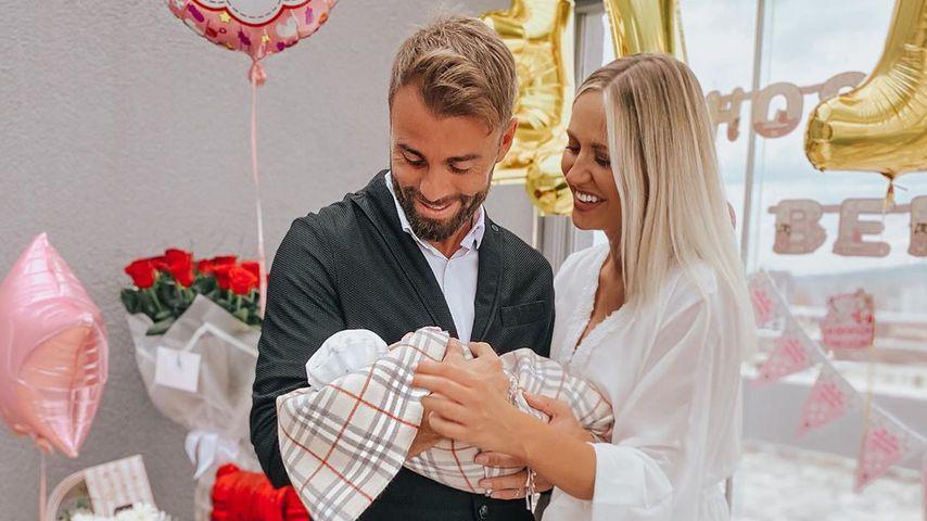 Erdem und Lina Özgenç mit ihrer Tochter Elin