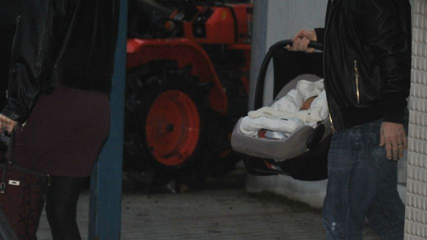 1. Fotos! Eros Ramazzotti & Marica zeigen ihr Baby