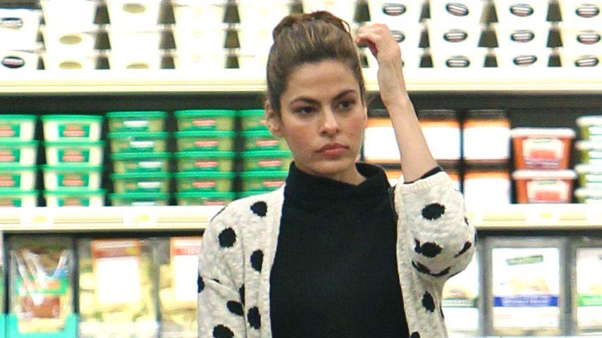 Eva Mendes in einem Supermarkt in Los Angeles