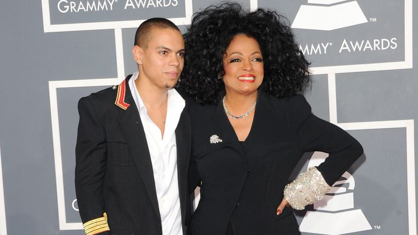 Evan Ross mit seiner Mutter Diana Ross bei den Grammys 2012 in Los Angeles