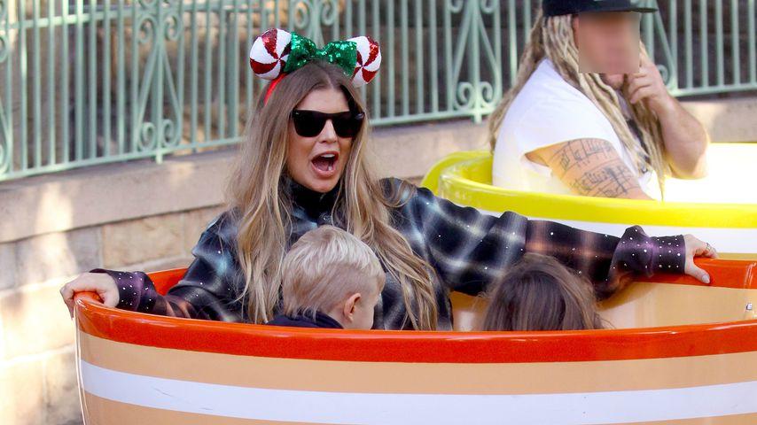 Fergie in einem Fahrgerät im Disneyland, 2019