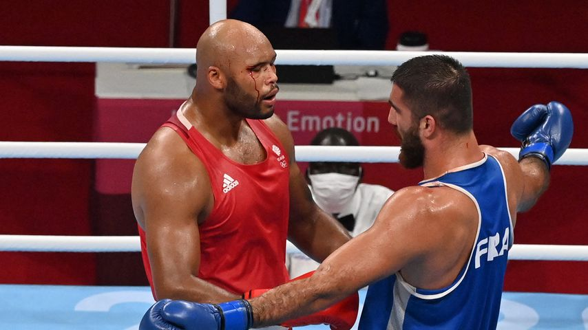 Frazer Clarke und Mourad Aliev während eines Kampfes bei den Olympischen Sommerspielen, 2021