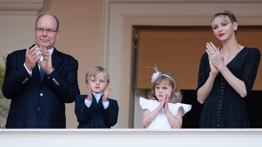 Fürst Albert II. und Fürstin Charlène mit ihren Kindern Jacques und Gabriella