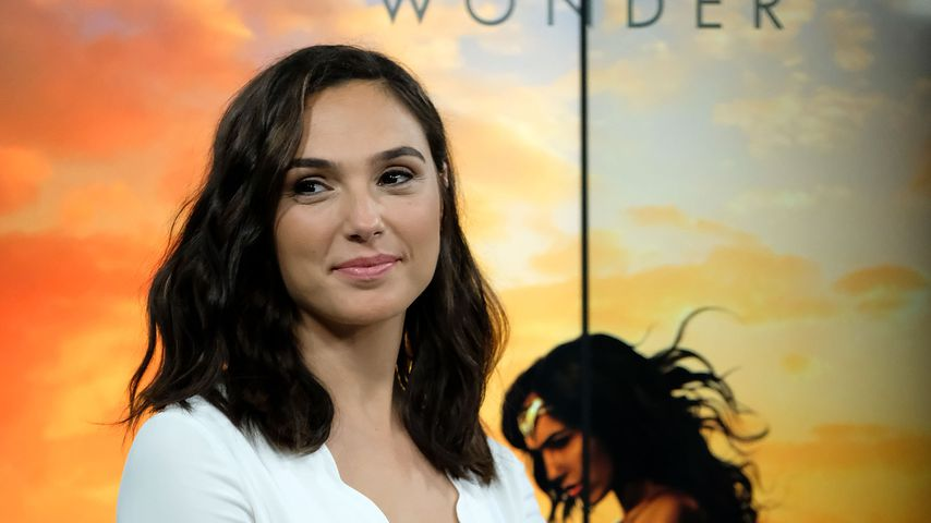 "1. Filmszenen: Chris Pine & Gal Gadot in ""Wonder Woman"""