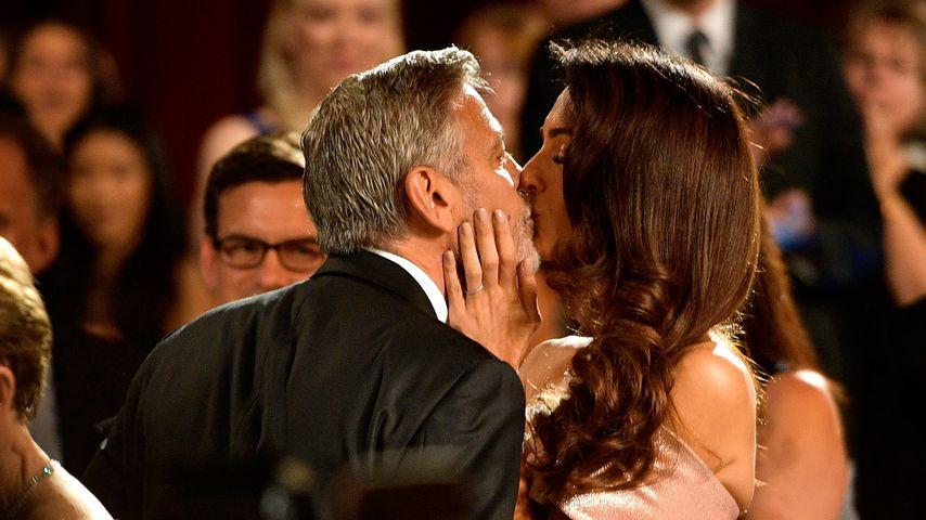 George & Amal Clooney: Großes Geknutsche auf Red Carpet!