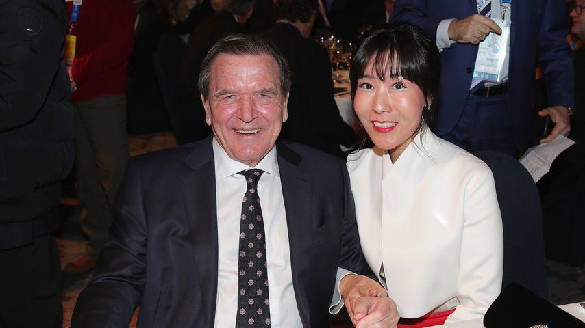 Gerhard Schröder und Soyeon Schröder-Kim 2018 in Südkorea