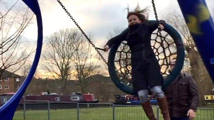 Nach bösem Sturz: Geri Halliwell liegt am Boden