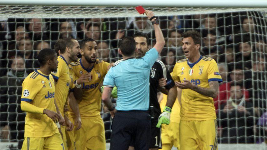 Gianluigi Buffon (Juve) bei seinem Platzverweis während des CL-Viertelfinal-Rückspiels gegen Real