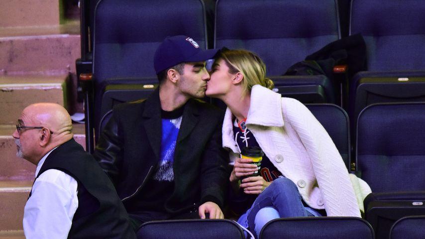 Öffentliche Küsse: Gigi Hadid & Joe Jonas total verliebt