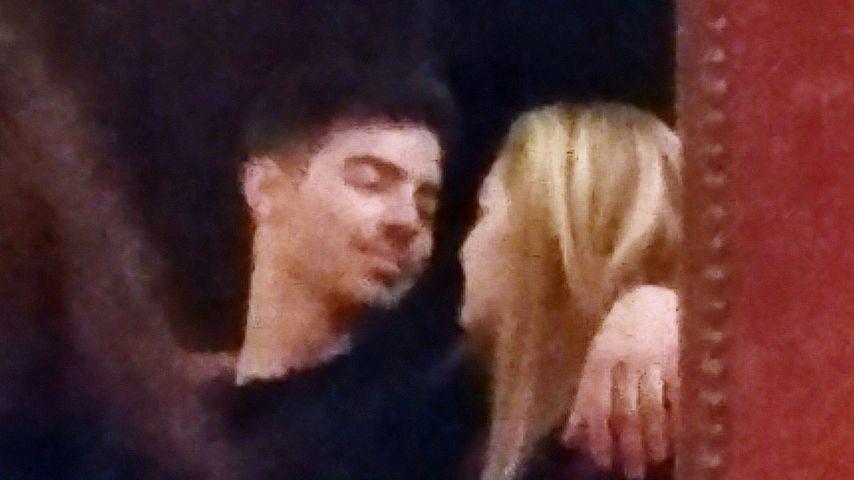Also doch! Joe Jonas und Gigi Hadid beim Knutschen erwischt