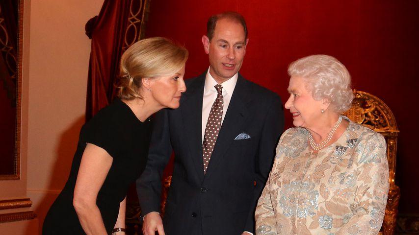 Gräfin Sophie, Prinz Edward und Queen Elizabeth II. im Buckingham Palace, 2015