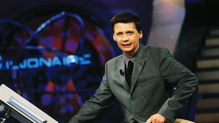 """Günther Jauch bei der ersten Sendung von """"Wer wird Millionär"""" im Jahr 1999"""