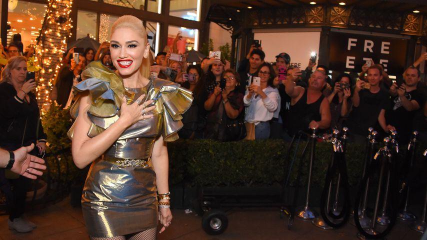 "Gwen Stefani bei einer Signierstunde ihres Albums ""You Make It Feel Like Christmas"