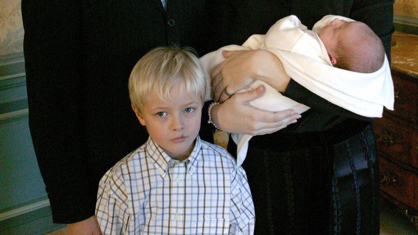 Haakon und Mette-Marit mit Marius und Prinzessin Ingrid Alexandra, 2004