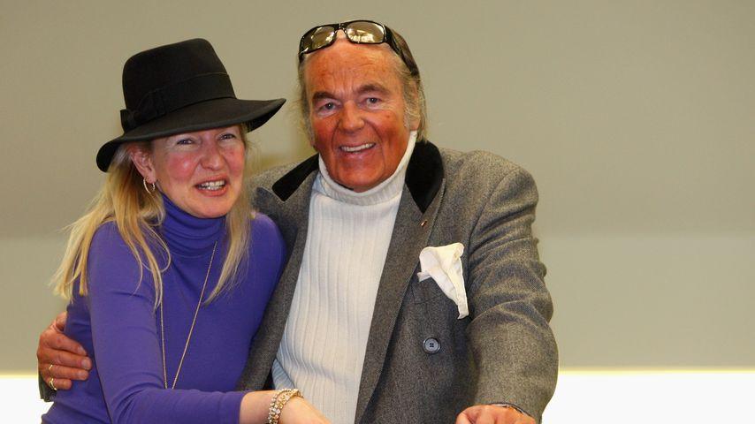 Titelhändler Hans-Hermann Weyer mit seine Ehefrau Christina in München