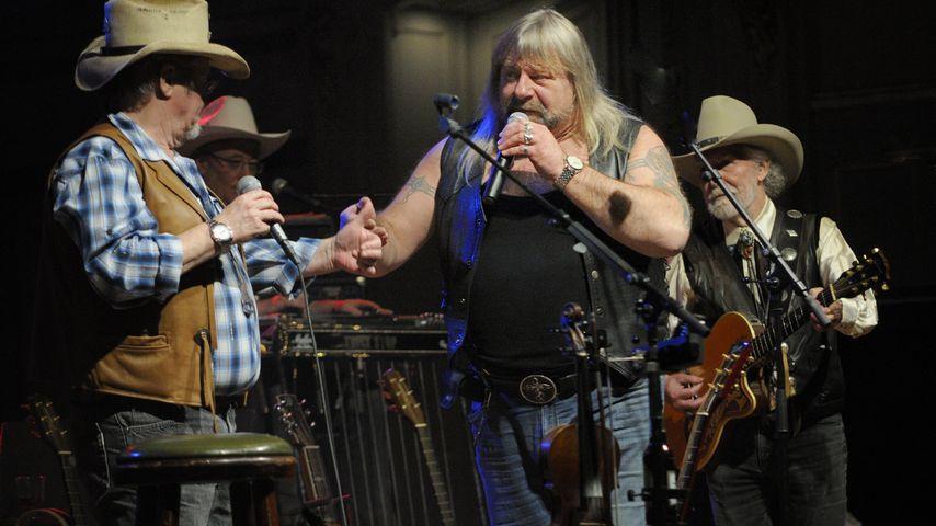 Harry Schmidt mit der Band Truck Stop auf der Bühne in Hamburg