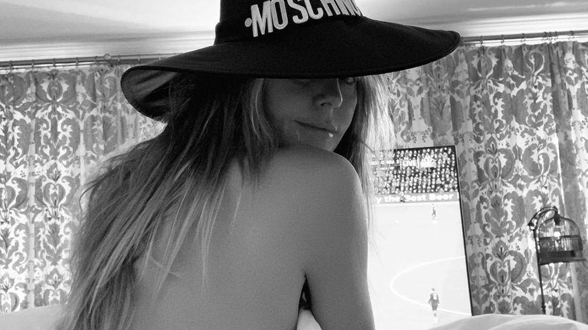Heiße Hexe! Tom Kaulitz knipst Heidi Klum nackt mit Hut