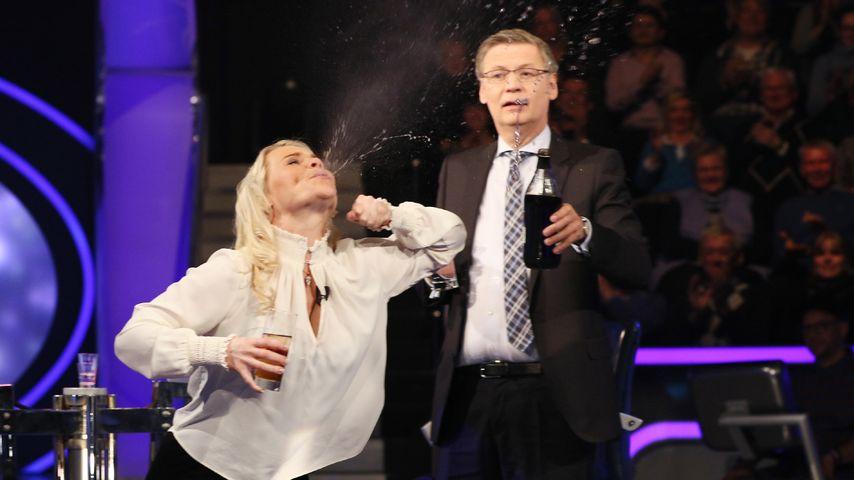 Schnaps & Feuerspucken: WWM-Kandidatin sorgt für Lacher