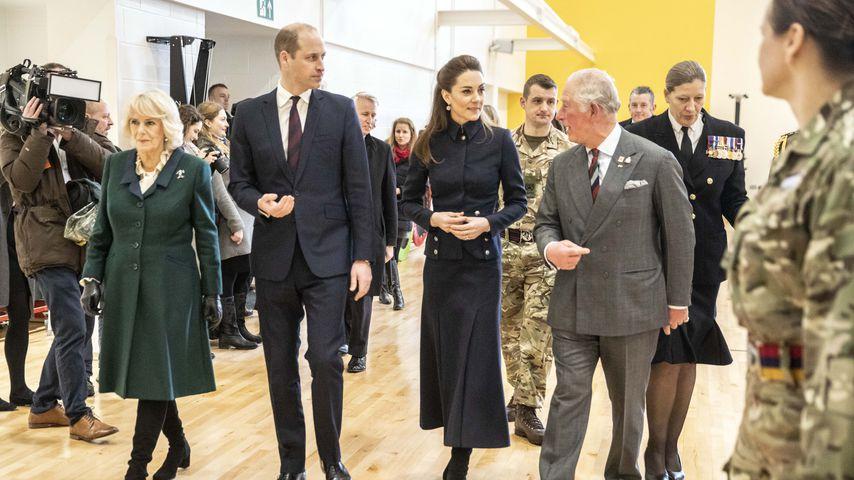 Herzogin Camilla, Prinz William, Herzogin Kate und Prinz Charles in Loughborough