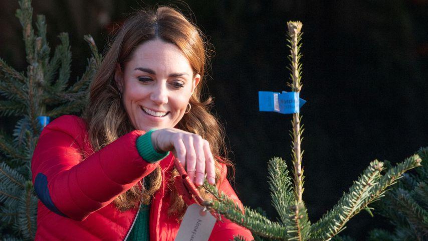 Hier sucht Herzogin Kate ganz leger einen Weihnachtsbaum aus
