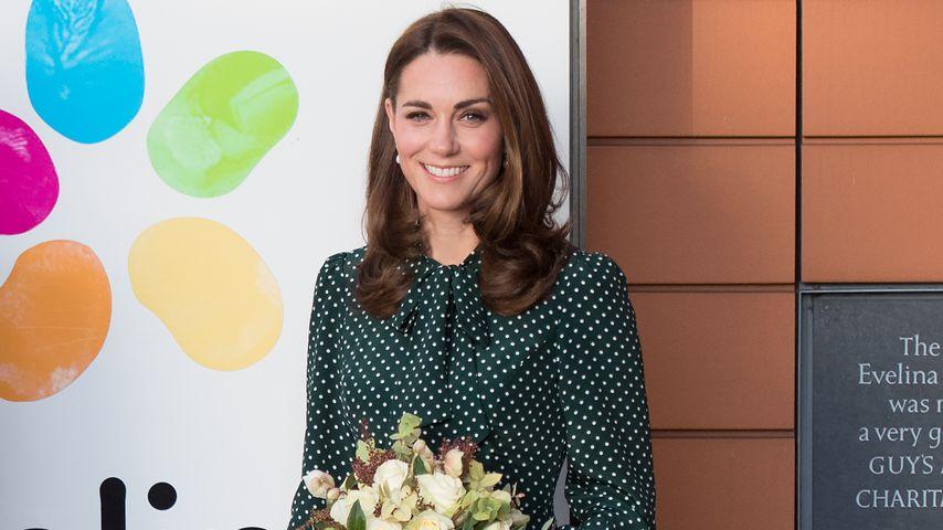 Punktlandung: Herzogin Kate überzeugt im Polka-Dot-Kleid