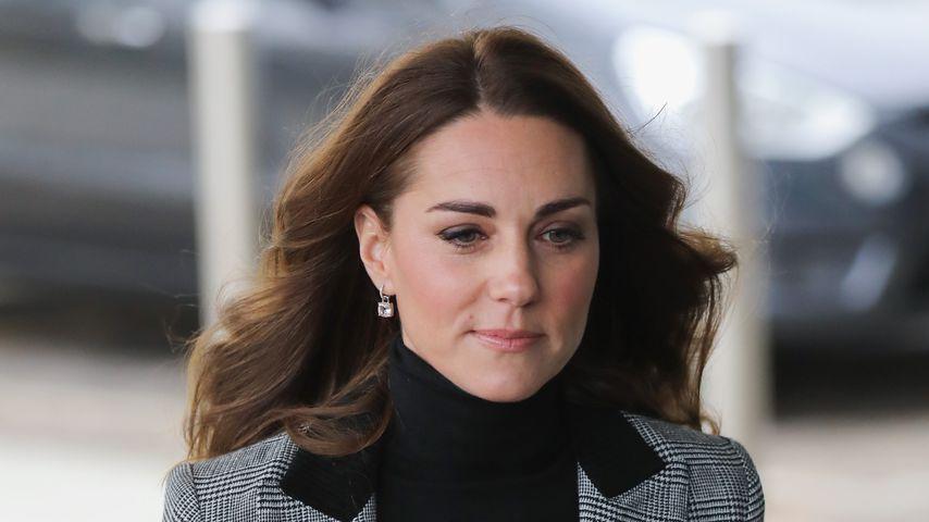 Im grauen Blazer: Herzogin Kate rockt ersten Termin 2021