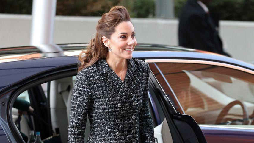 Schicker Tweed-Look: Herzogin Kate begeistert im Minirock