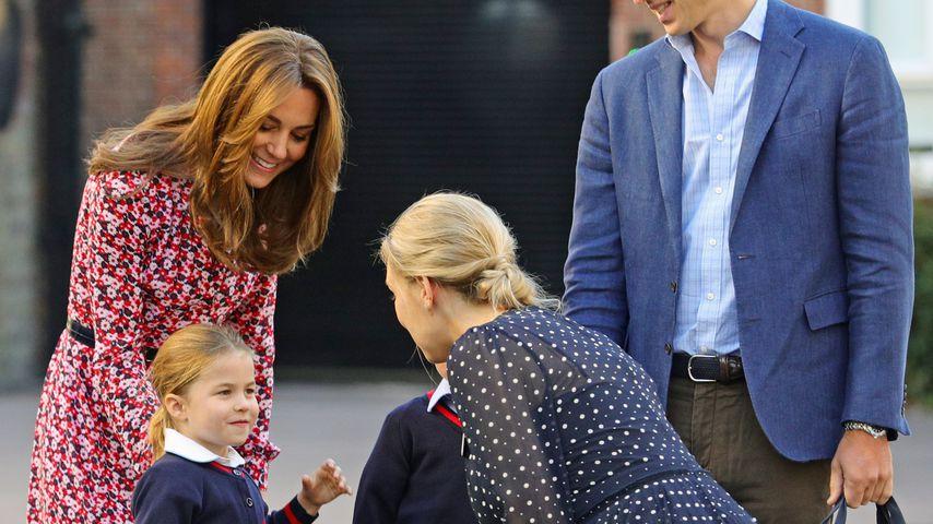 Herzogin Kate, Prinzessin Charlotte, Prinz George und Prinz William in der Thomas's Battersea-Schule