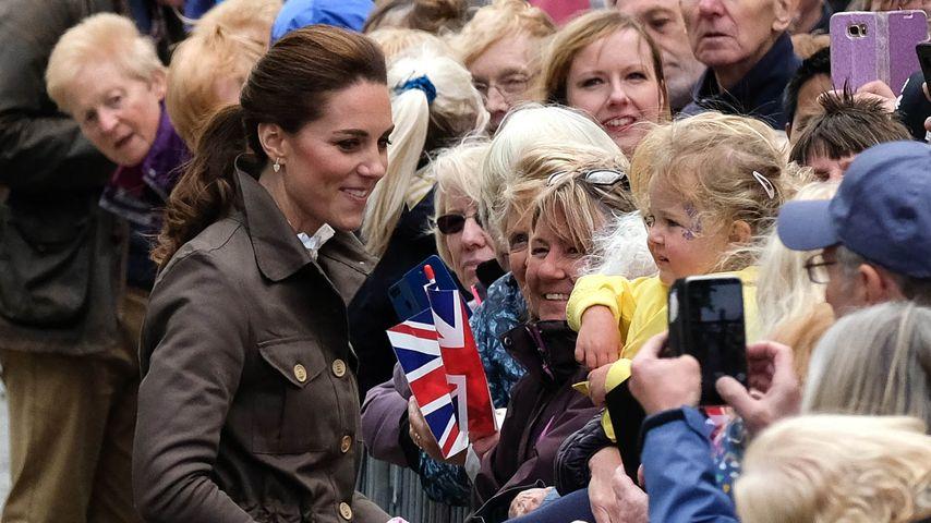 Mädchen enttäuscht von Kate: Wo war ihr Prinzessinnenkleid?