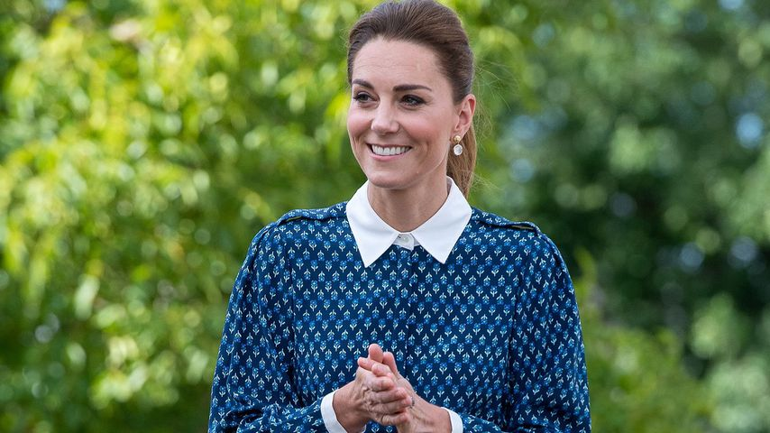 Für das Gesundheitssystem: Herzogin Kate trägt blaues Kleid