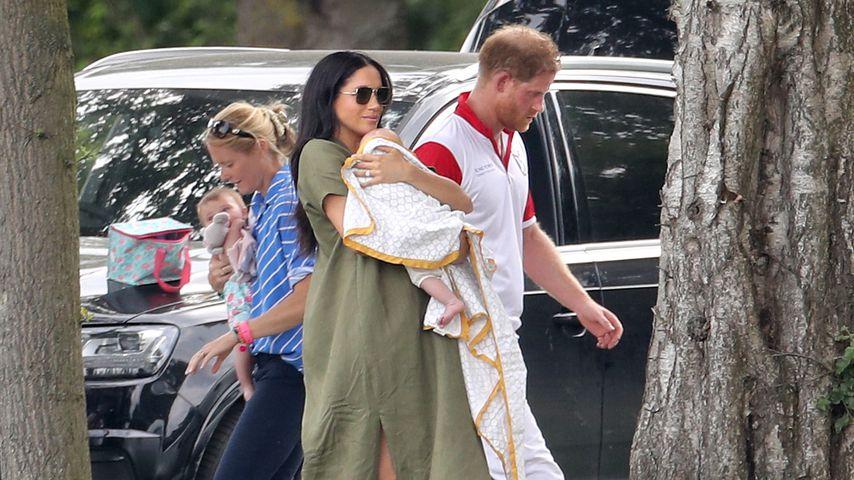 Herzogin Meghan und Prinz Harry mit ihrem Sohn Archie Harrison am Rande eines Polo-Spiels