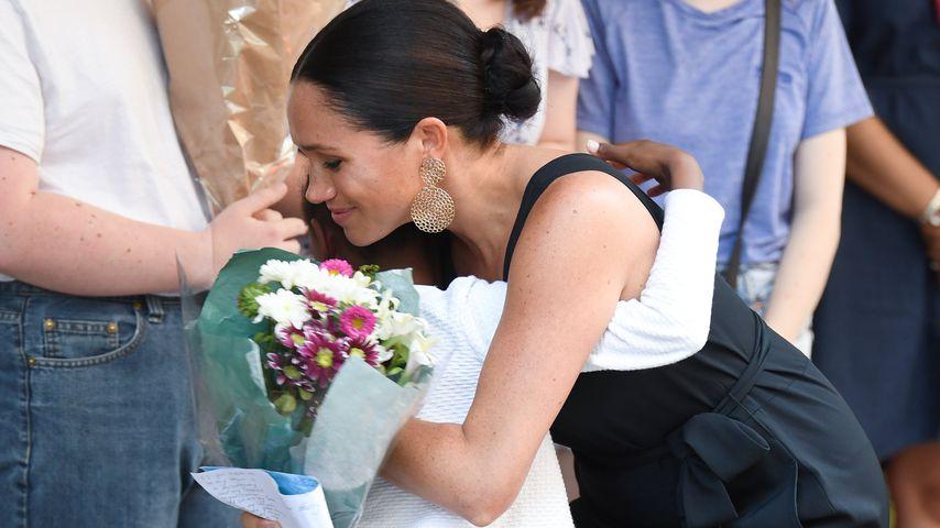 """Herzogin Meghan vor der Hilfsorganisation """"mothers2mothers"""" in Südafrika, September 2019"""