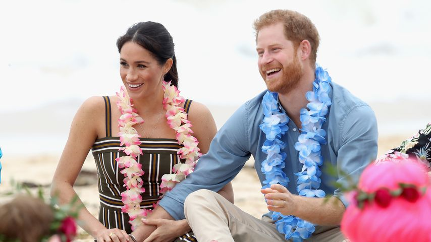 Meghan und Prinz Harry verliebt & barfuß am Strand in Sydney