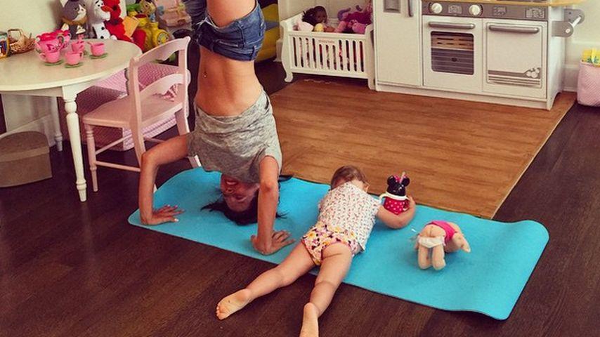 1 Monat nach Geburt: Hilaria Baldwin hat ihr Sixpack wieder