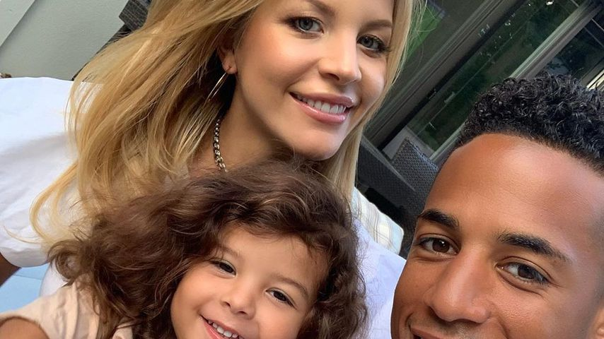 Ina und Dennis Aogo mit ihrer Tochter