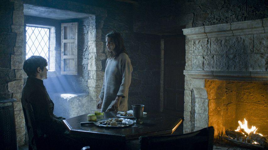 "Iwan Rheon und Natalia Tena als Ramsay Bolton und Osha in ""Game of Thrones"""