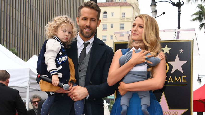Ryan Reynolds und Blake Lively mit ihren Kindern am Hollywood Walk of Fame