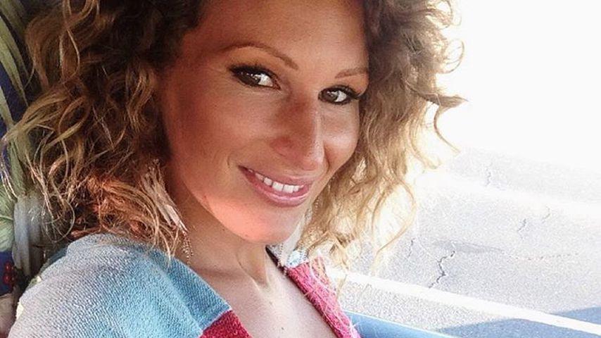 Schwangere Strandnixe: Janni Hönscheids Baby-Kugel wächst!