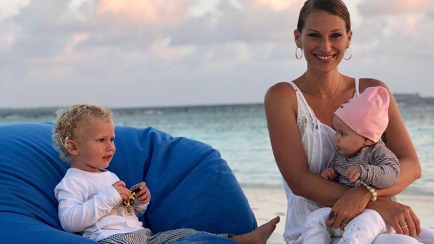 Janni Kusmagk zusammen mit ihren Kids Emil-Ocean und Yoko