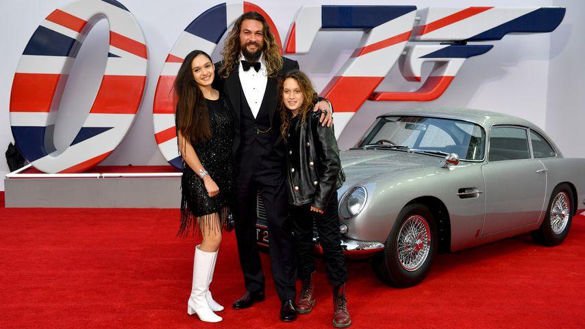 Süß! Jason Momoa mit seinen Kindern bei Bond-Premiere