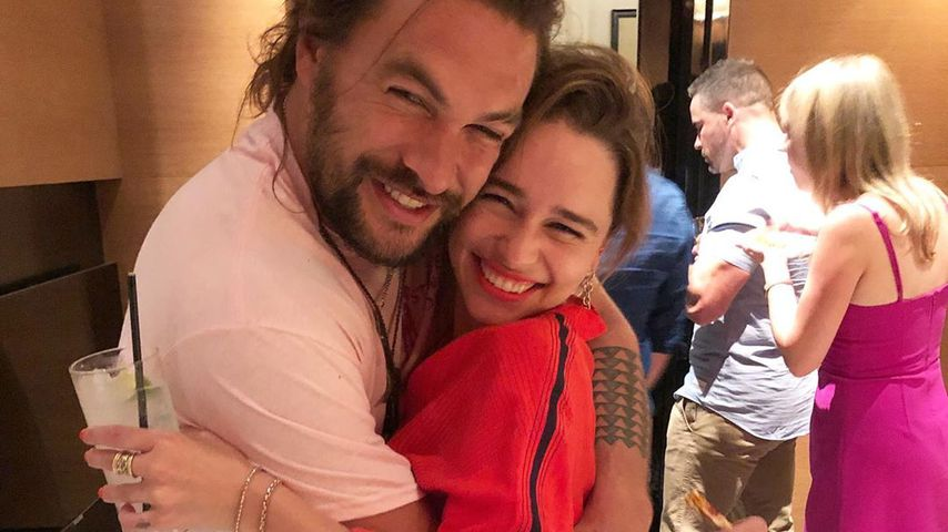 Emilia Clarke & Co. schmeißen Jason Momoa Geburtstagsparty!