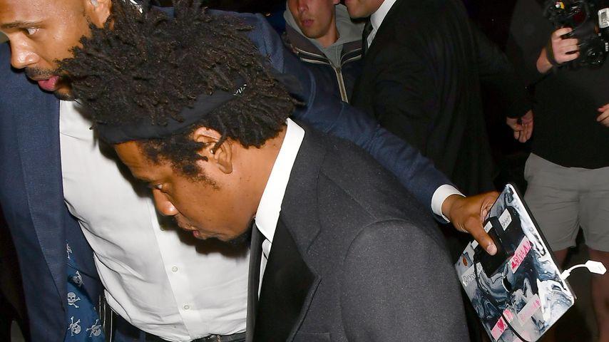 Jay-Z am Montagmorgen um 4:00 Uhr vor Harry's Bar in London