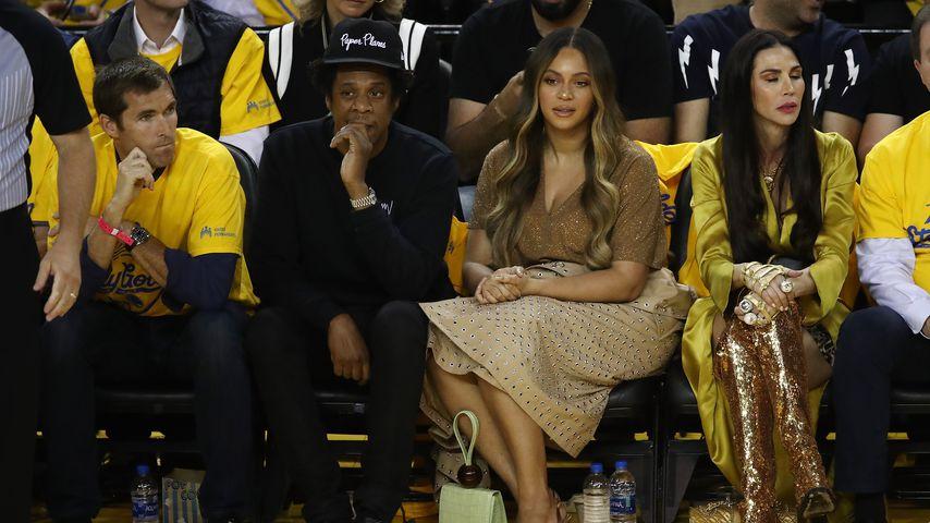 Warum blieben Beyoncé und Jay-Z bei Super-Bowl-Hymne sitzen?